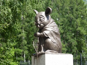 https://upload.wikimedia.org/wikipedia/commons/e/e4/Monument_to_lab_mouse-1.JPG